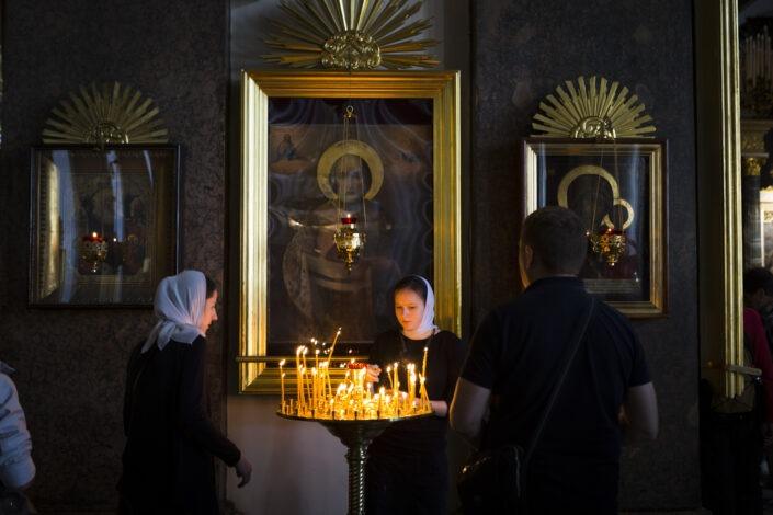 La cathédrale Notre-Dame-de-Kazan, orthodoxe, ferveur, bougie, icône, religion, Saint-Petersbourg